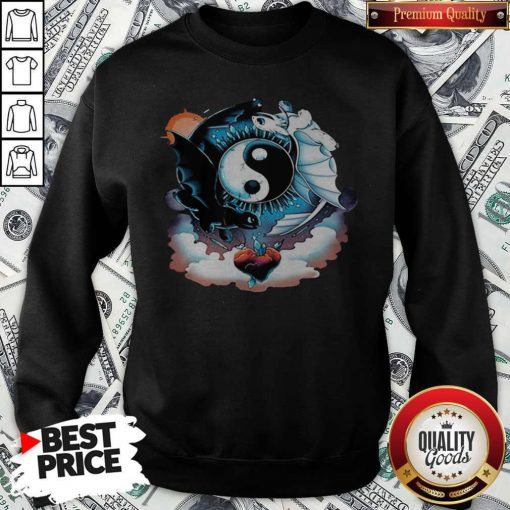 Awesome Toothless Dragon And His Girlfriend Heart Moon Sweatshirt
